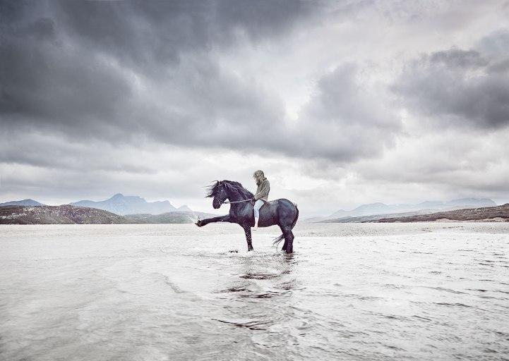Kick-horse-MASTER-CROP+Blur